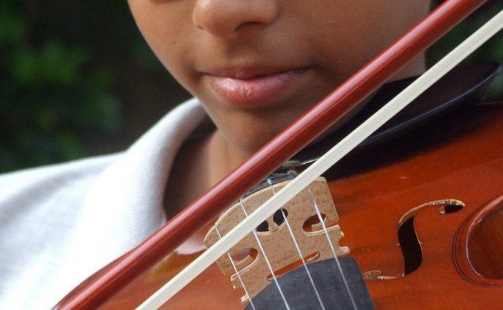 Inspirera ditt barn att börja med ett instrument Image